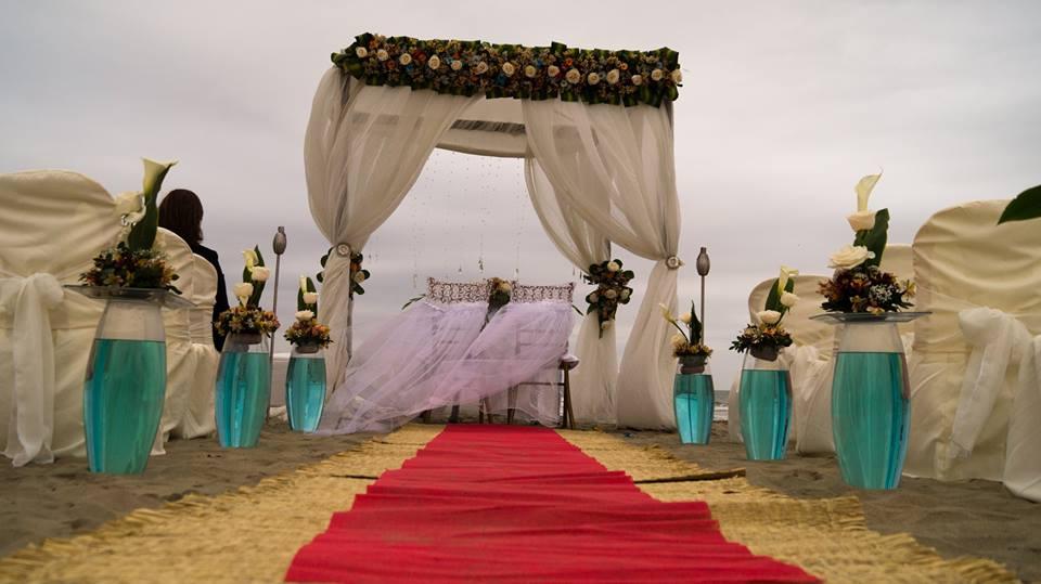 LOCAL EVENTOS 1 Este lugar es el paraiso que usted siempre quiso para su boda o evento, lleno de cesped al pie del mar. Muy amplio con capacidad para 250 a